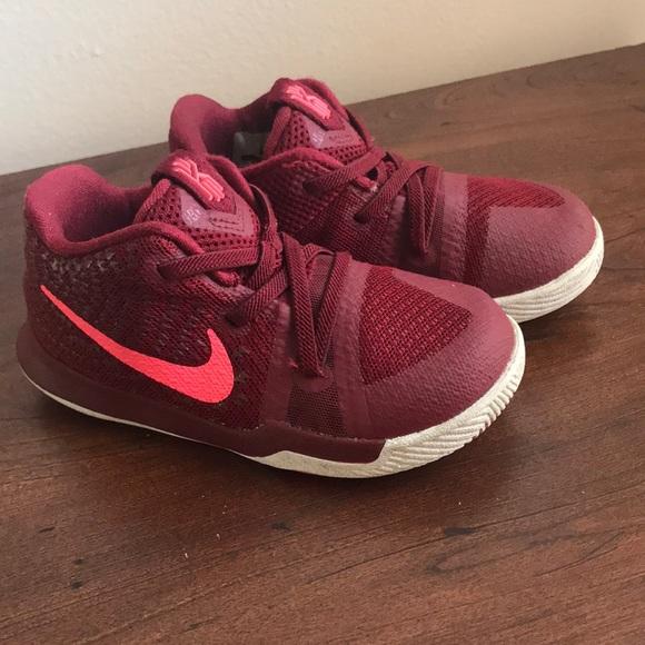 eb2398c57512 Girls Kyrie Irving Nike shoes. M 5a9467b7739d48151eb4d61f